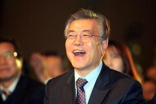 韩下届大选民调:文在寅稳居榜首 潘基文跌破20%
