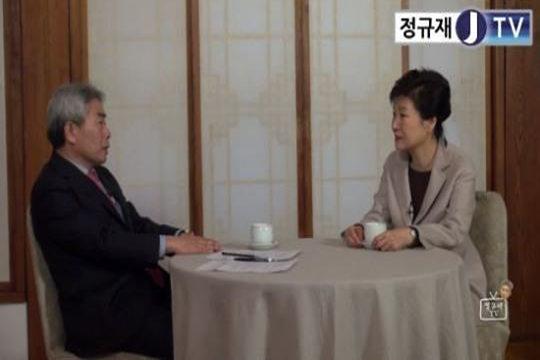 朴槿惠停职后首次接受采访 称亲信门疑有势力策划