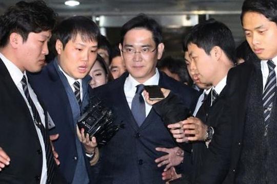 三星太子李在镕被批捕 被控向崔顺实行贿2.5亿