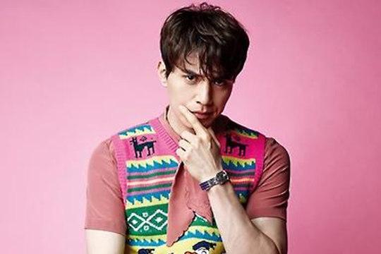 韩国演员李栋旭登香港《ELLE MEN》封面