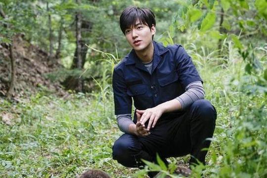 李敏鎬開韓國先河 為紀錄片擔任現場解說