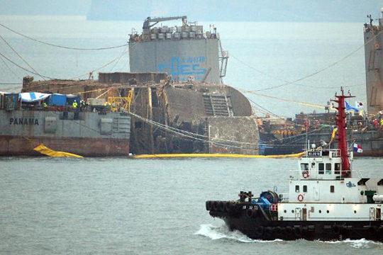 """打撈""""世越""""號幕后:上海打撈局350名人員每3個月上岸一次"""