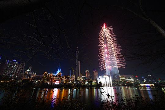 韩国最高建筑乐天世界塔3日正式开业
