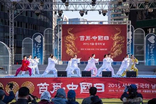 首尔东大门每月第三周变身世界传统文化街