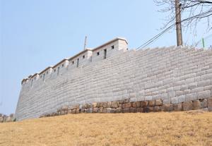漫步首尔城墙路 历史一日游