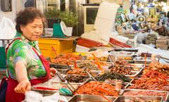 跟着《Running Man》玩转韩国广藏市场