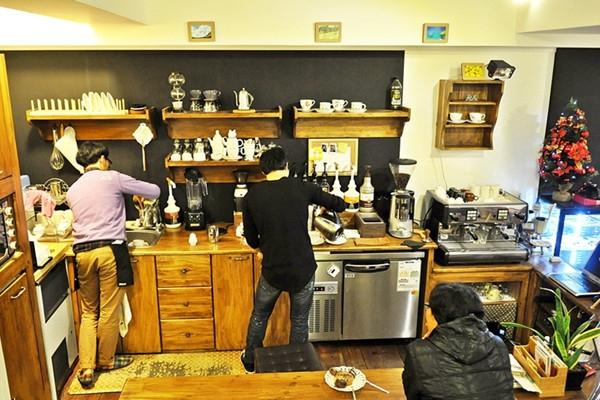 两个男人的对话咖啡店