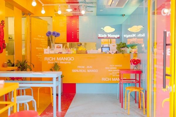 来自济州岛的新鲜芒果汁——rich mango,已在盛夏到来之前降临首尔.