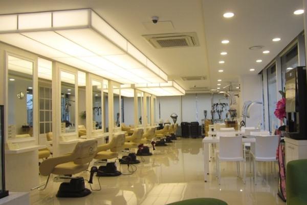Ravissant发型美容室