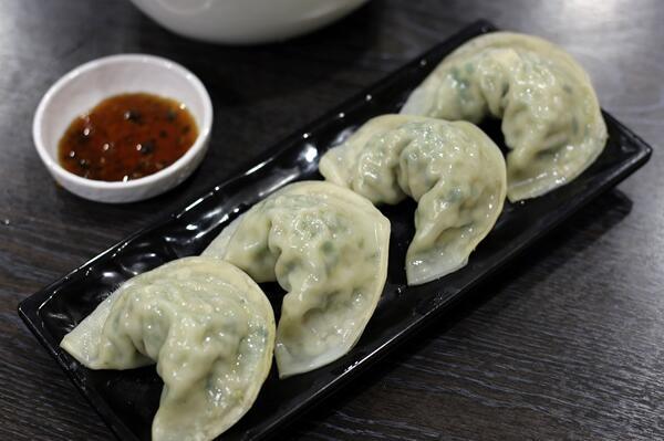 Kkuwak饺子汤面