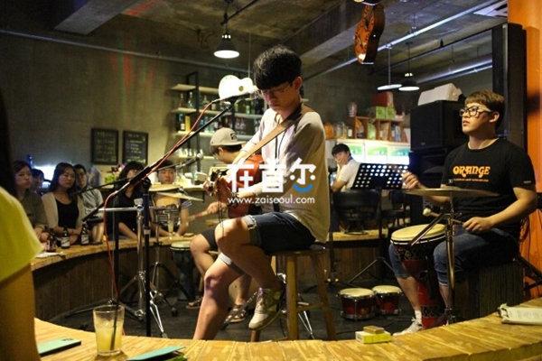 AcousticHolic
