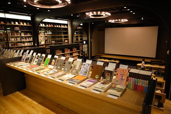 CGV明洞站电影图书馆