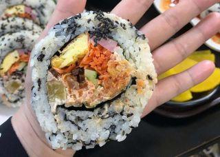拳头紫菜包饭