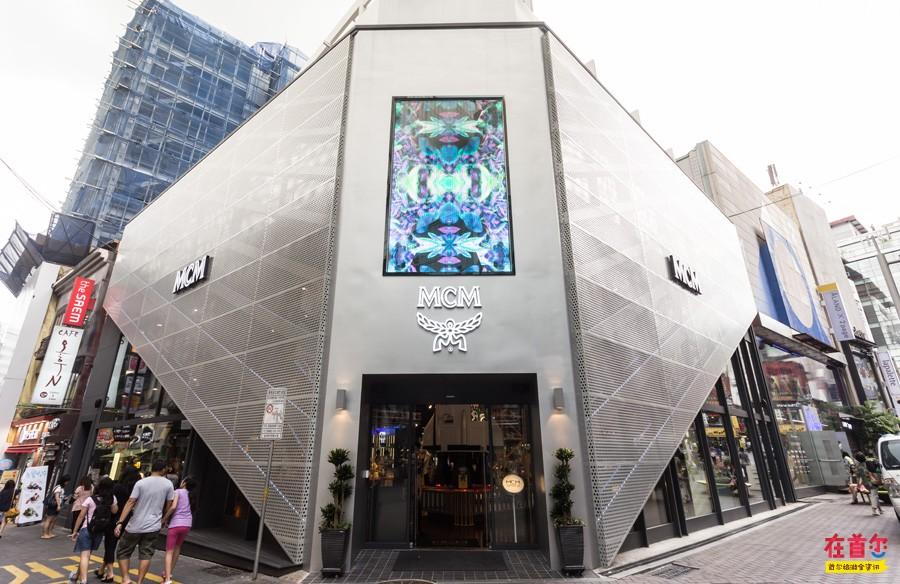 mcm space为四层建筑,室内设计时尚感十足,尊贵奢华的装修风格与高端