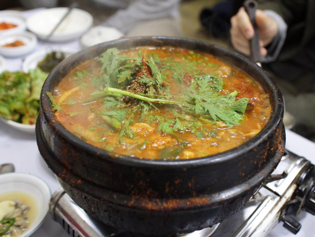 就在寒碧堂边上的辣鱼汤一条街上,在那里就能喝到加入鲜美鱼肉和图片